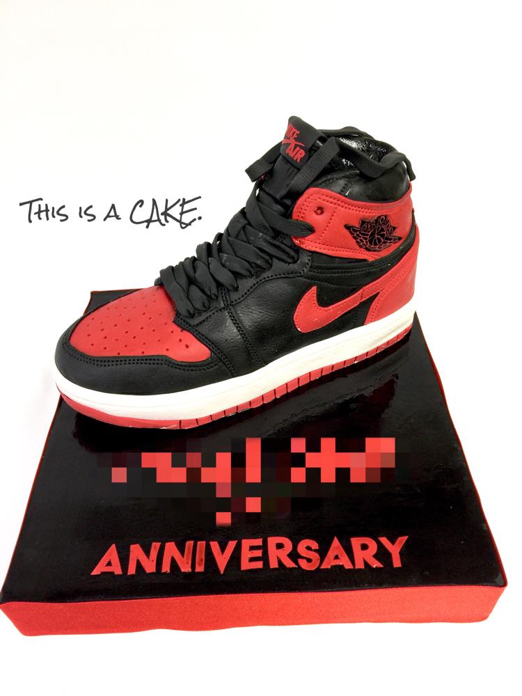This is a sneaker cake🍰 #スニーカーケーキ #スニーカー好き #エアージョーダン #エアージョーダン1  #ブルズカラー #黒赤 #お祝い #アニバーサリー #airjordan1 #kicks #airjordan #airjordancake #jordan #air #jordan1 #jordanlove #nike #sneaker  #shoescake #sneakercake #sneakerlove #japanesemade #blackandred #gateau #pateasucre #fondantcake #kickstagram #handmade #japan #🇯🇵