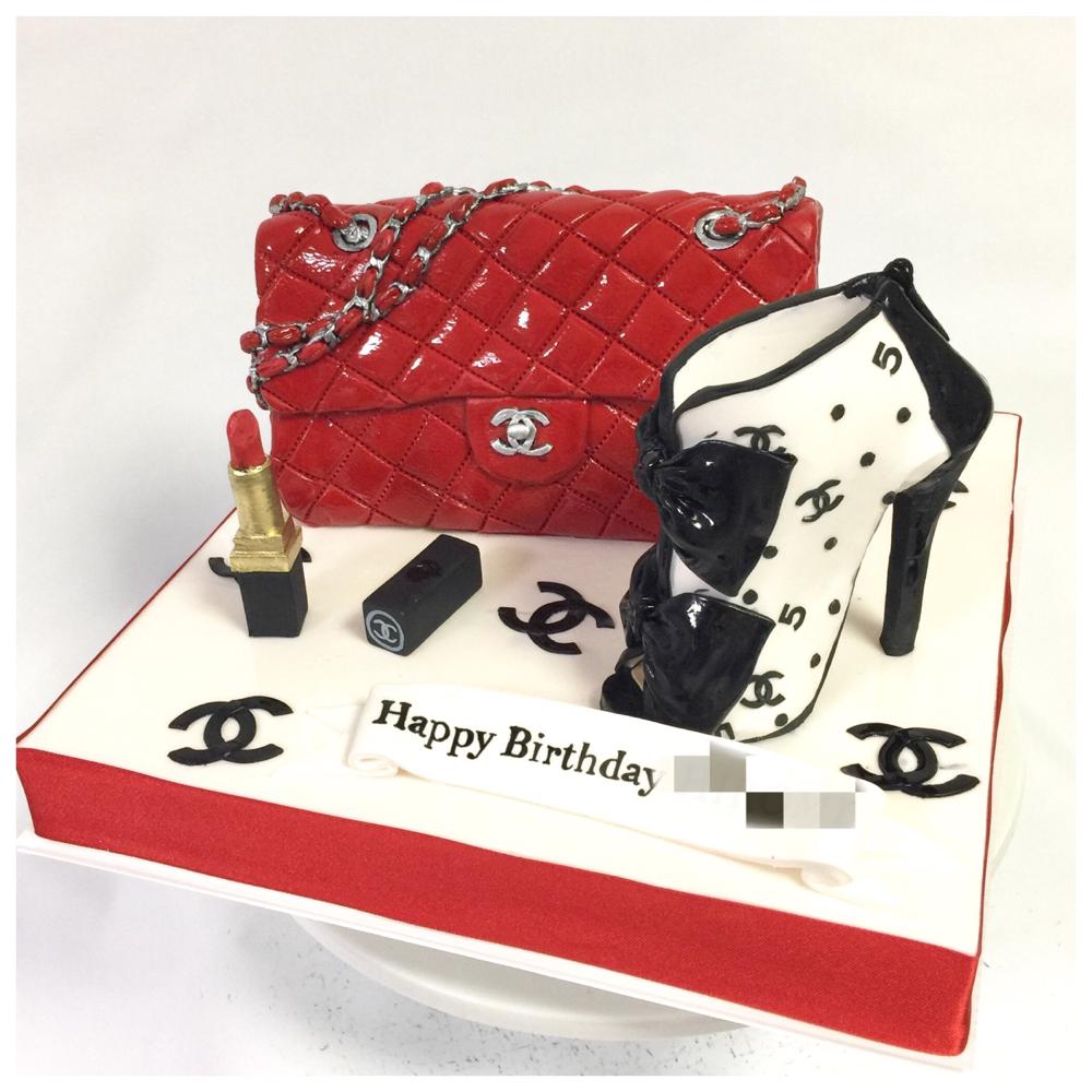 マトラッセ バッグケーキ🍰 It's all handmade and edible cake! #シャネル #マトラッセ #ショートブーツ #ブーティ #ココ #口紅 #誕生日ケーキ #サプライズ #シャネルケーキ #バッグケーキ #chanel #chanelcake #shoecake #fashion #cake #bagcake #shortboots #handmade #gateau #torte #🇯🇵
