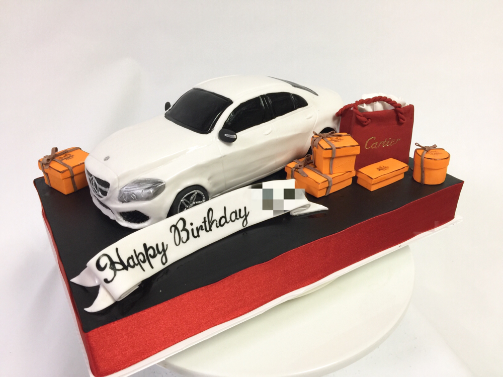 ベンツCclass車ケーキ🍰  #ベンツ #cクラス #メルセデス #車ケーキ #プレゼント #カルチェ #エルメス #誕生日ケーキ #mercedes #mercedesbenz #benz #cclass #carcake #hermes #cartier  #gateau #torta #cake#ケーキ #taarten