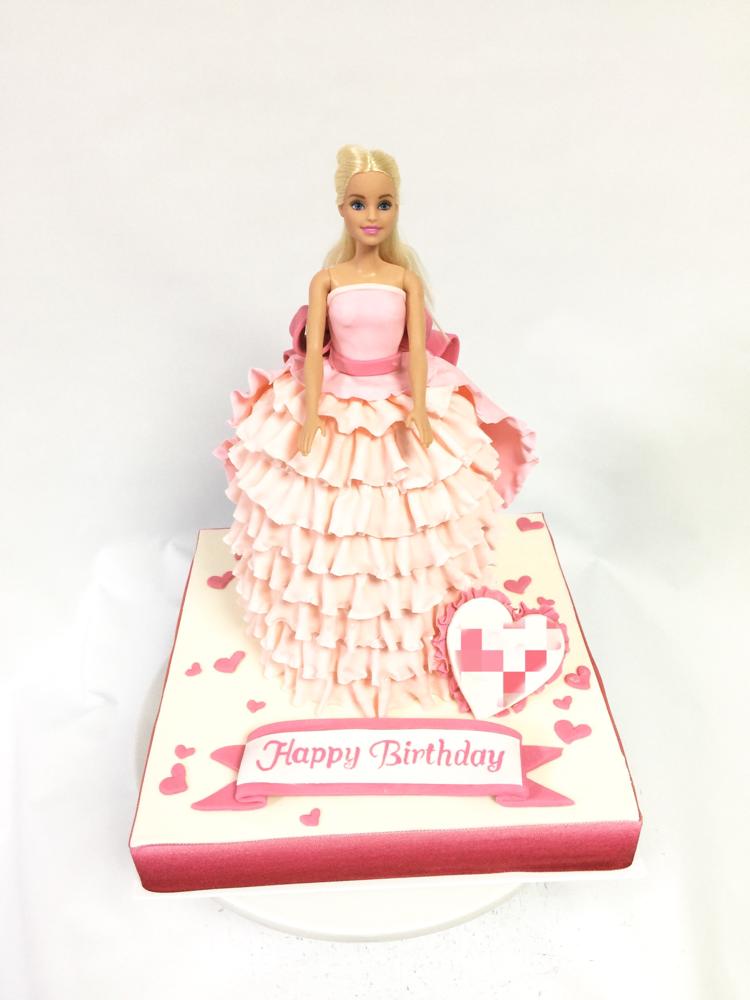 バービードレスケーキ🍰 #ドールケーキ #バービーケーキ #バービー #ドール #ドレス #ピンク #パステルカラー #ケーキ #誕生日ケーキ #gateau #torta #dollcake #dress #dresscake #pink #barbie #barbiegirl