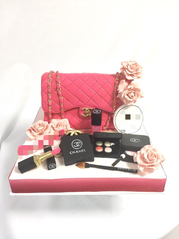 シャネルバッグ 風🎂 #シャネルケーキ #マトラッセ #ピンク #バッグ #コスメ #ファッション #chanelcake #fashion #chanel #fashioncake #bag #bagcake #pink #rose #cosmetics #lipstick #cake #ケーキ#torta #taarten #gateau