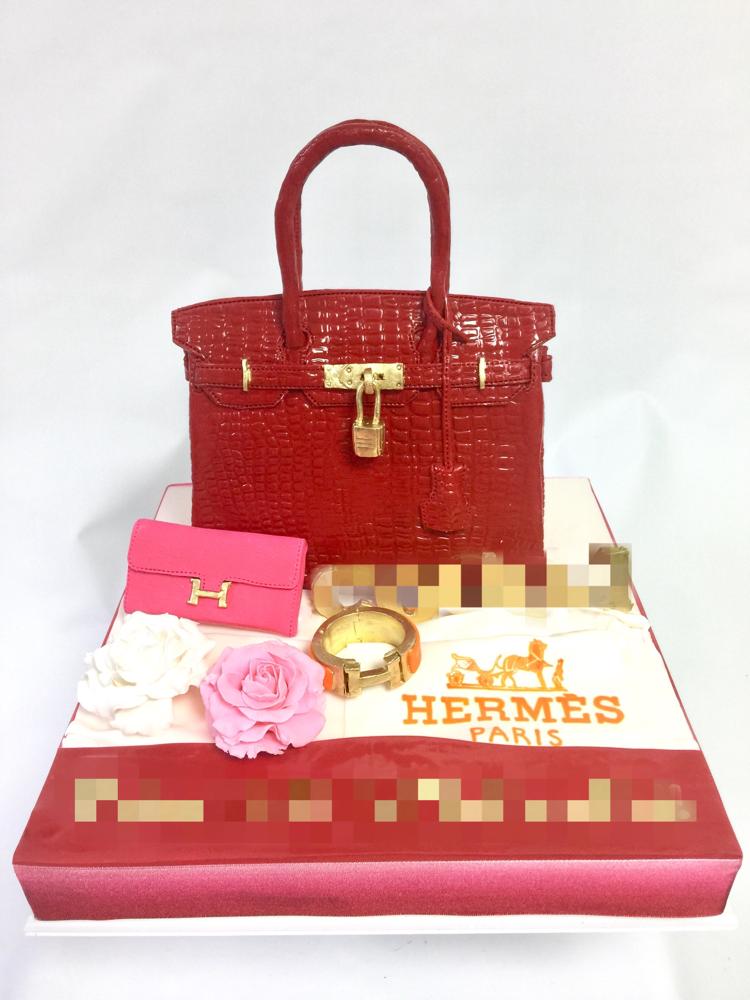 バーキン風ケーキ🎂 #エルメス風 #バーキンケーキ #バッグ #財布 #エルメス #鞄 #ファッション #ハンドメイド #ケーキ #bagcake #fashion #hermescake #birkin #birkincake #redbag #handmade #cake #gateau #taarten #torta #hermes