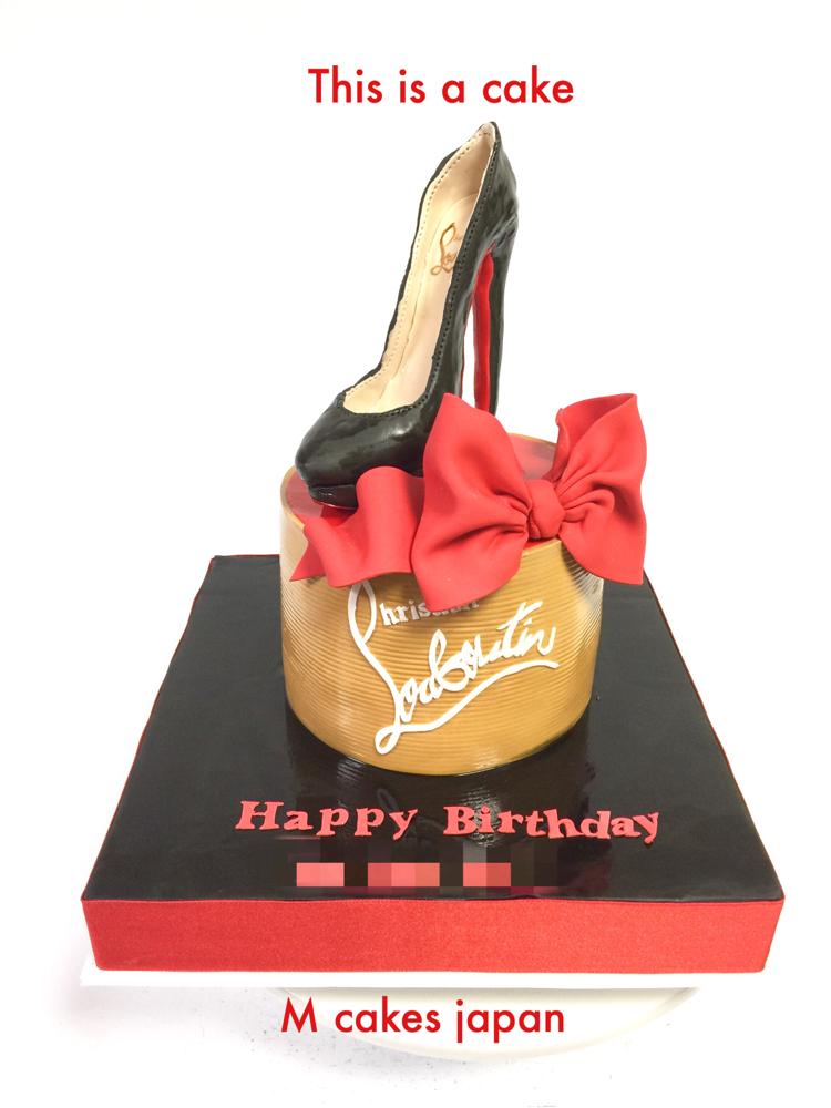 ルブタン風ケーキ✨✨✨ #ルブタンケーキ #ハイヒール #ファッション #女子 #louboutin #louboutincake #japan #赤 #黒 #かっこいい #shoecake #fashion #fashioncake #fondantcake #誕生日ケーキ