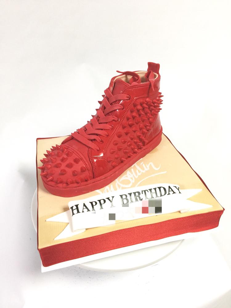 #スニーカー #ルブタン #とげとげ #ケーキ #赤 #ルブタンケーキ #誕生日ケーキ #kicks #sneakers #louboutin #louboutincake #fondantcake #red #🇯🇵