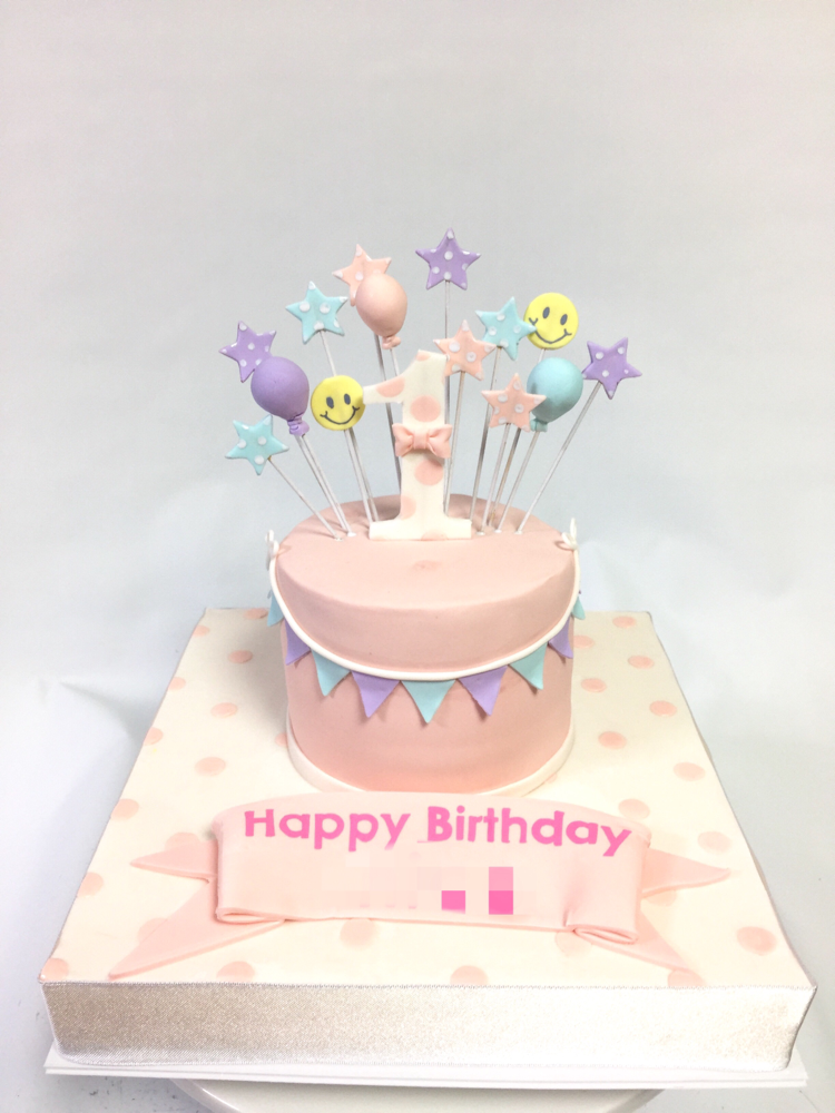 1歳のお誕生日ケーキ デザインはお母様💕 #1歳 #誕生日ケーキ #パステル #優しい色 #ニコちゃん #ガーランド #風船 #1stbirthday #designbymother #cake #pastel #balloon #kawaii #torta #gateau #ケーキ