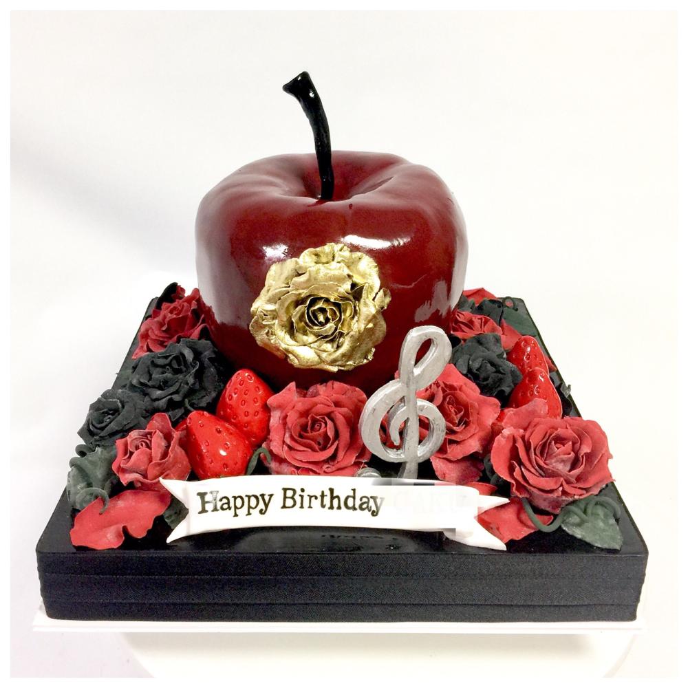 ゲームキャラクターをイメージしたケーキ🎂 #デザインbyお客様 #ゲーム #アニメ #キャラクター #キャラクターイメージ #誕生日ケーキ #ゴシック #シック #林檎 #薔薇 #character #characterimage #game #anime #animecake #gothic #gothicstyle #apple #rose #cake #gateau #torte #🇯🇵