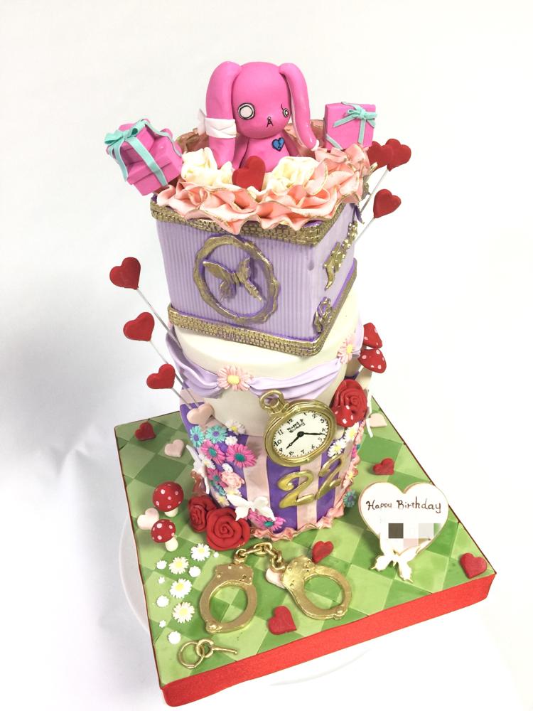 #うさぎ #メンヘラ #メンちゃん #3段ケーキ #ボックス #不思議の国のアリス #イメージ #にぎやか #可愛い #手錠 #手作業 #誕生日ケーキ #プレゼント #ボックス #お花 #きのこ #🍄 #fondantwork #fondantcake #pateasucre #sekerhamuru #pastadizucchero #🇯🇵#Japan #japanmade #handmade #aliceinwonderland #image #pink #rabbit #mushroom #kawaii