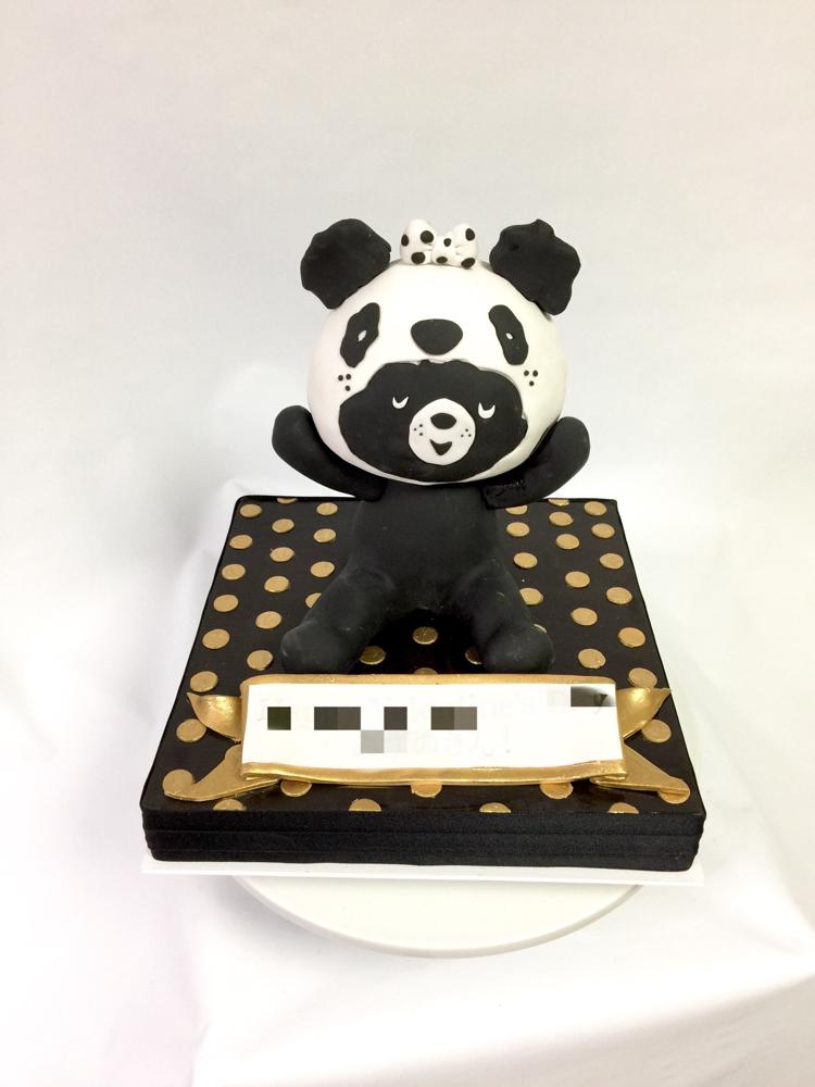 #今晩は #パンダくま #パンダ #くま #🐼 #🐻 #ゆるい #ゴールド #着ぐるみ #ケーキ #立体ケーキ #可愛いね #panda #bears #costume #charactercake #character #japan #kawaii #handmade #black #white #gold #fondantcake #pateasucre #pastadizucchero #sekerhamuru #🇯🇵