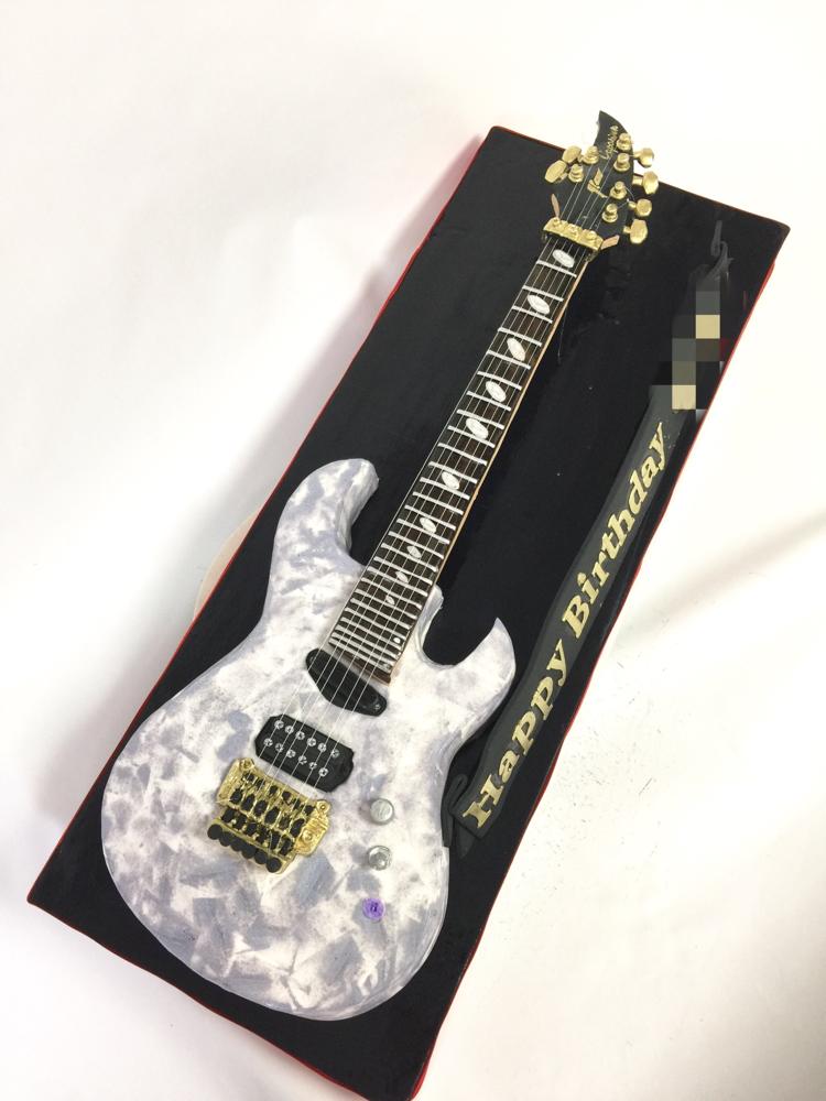 キャパリソン・ギター 型ケーキ🍰 #キャパリソン #ギター #バンド #ギターリスト #誕生日ケーキ #音楽 #楽器 #エレキギター #ケーキ #caparison #caparisonguitars #guitarcake #guitar  #band #guitarist #music #Instrument #musiccake #gateau #torta #cake #japanesemade #🇯🇵