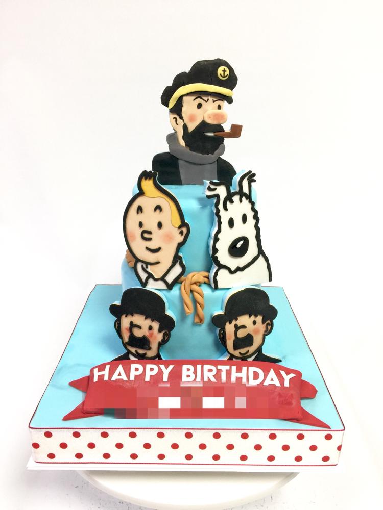 ベルギー🇧🇪のキャラクター 「タンタン 」🍰 #誕生日ケーキ #タンタン #スノーウィ #ベルギー #キャラクター #ケーキ #段ケーキ #2Dプレート #ハンドメイド #tintin #snowy #captainhaddok #thomsonandthompson #belgium #comics #gateau #pateasucre #fondantcake #japanesemade #handmade #japan #cake #🇯🇵
