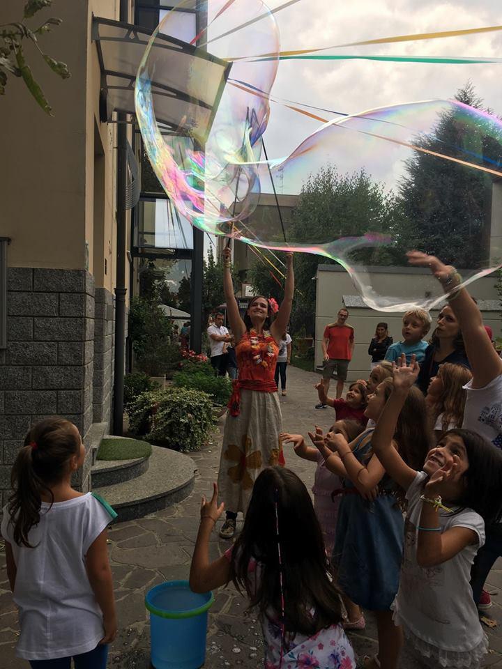 animazione bimbi con bolle di sapone giganti