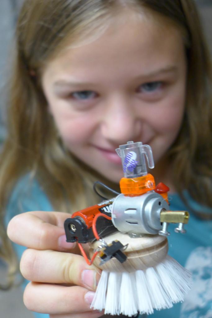 Prototyp fertig ! Ein Putzroboter mit intergriertem  Energiedrinkshaker.