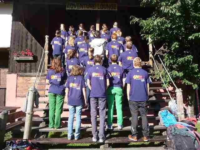 Gruppenfoto im Outdoorzentrum von Faszinatour in Haiming / Tirol