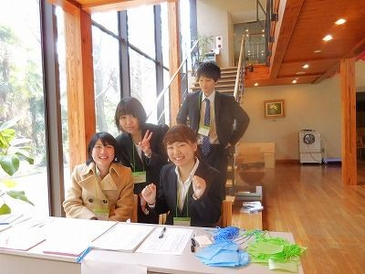 Students of Tokyo Gakugei University volunteered the reception desk