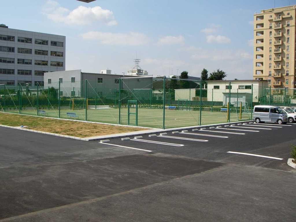 砂入り人工芝フットサル・テニス兼用コート 株式会社トッパンメディアプリンテック東京