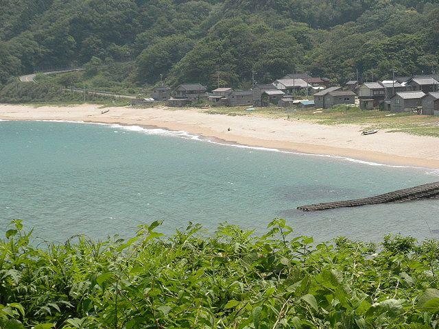 香住・安木の浜、人も少なく、車の通りも少なく・・投げ釣りに良い浜 、思わぬ大キスが釣れるところ。