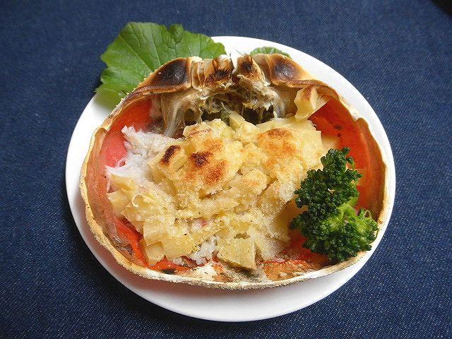 #かにのジャガグラタン #かにの甲羅蒸しの中にジャガイモの角切りを載せ #粉チーズとパン粉をふりオーブンで焼く(^^)/