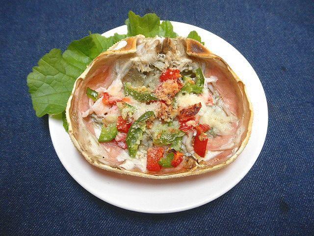 #かにのパプリカグラタン #かにの甲羅蒸しの中にパプリカ2種を入れ #粉チーズ、パン粉をふり、オーブンで焼く(^^♪