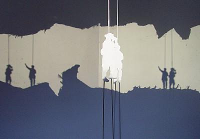 Der hohe Hügel | Cut-Out, Dia, Klebeband, Projektoren | 2006