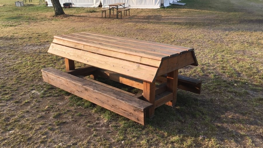 Picknick Tisch   600€   (bei Höhe 100cm und Breite 240cm)