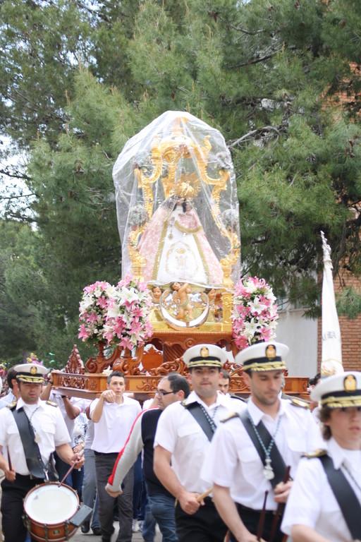 """Entrada de la Virgen a """"Las Portas"""" se puede observar el plástico que envuelve a la imagen."""