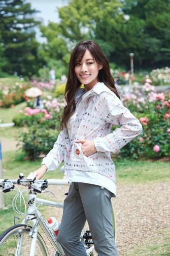 自転車,サイクリング,女性,パーカー,かわいい