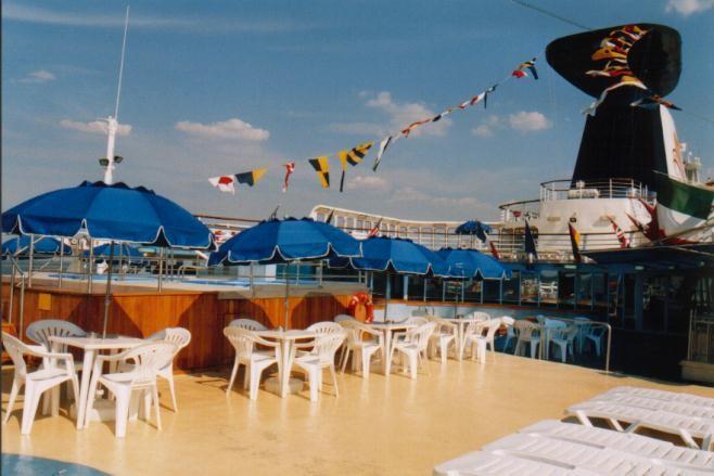 Pooldeck auf der Ocean Monarch