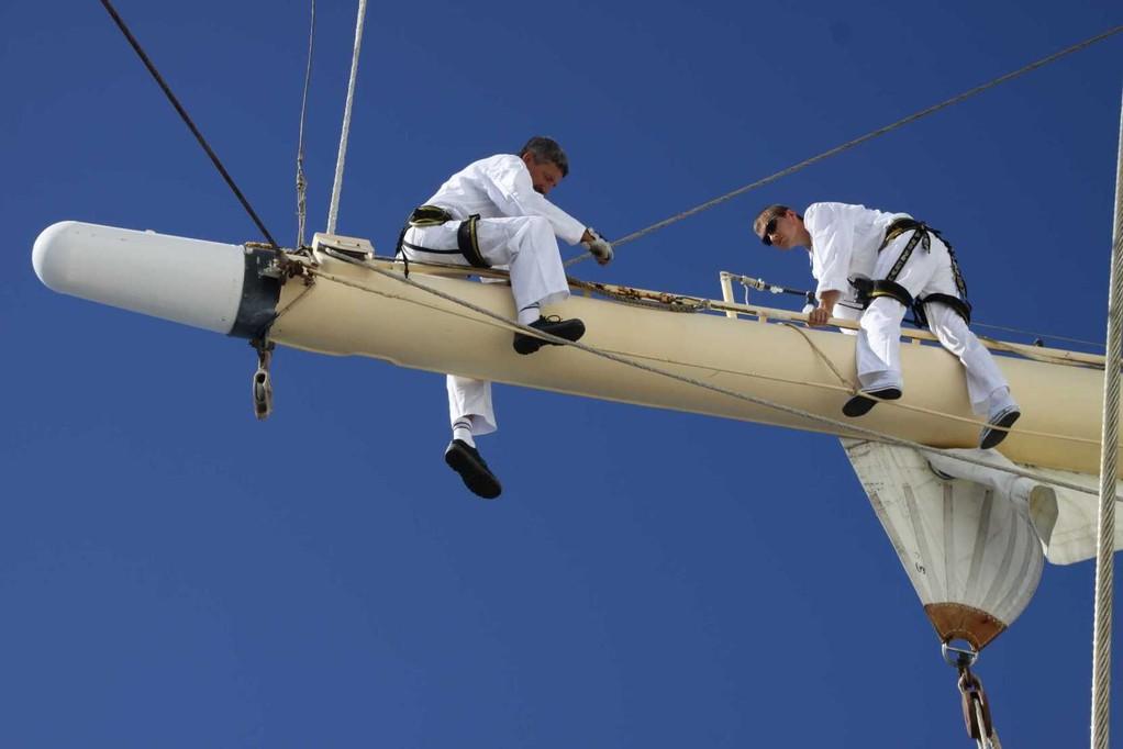 2185_19 Okt 2010_Star Flyer_Mast-Inspektion_Captain & Korney