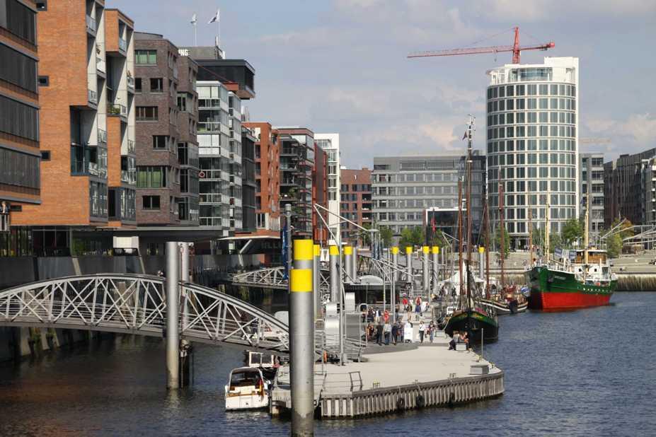 0456_11 Juni 2011_Hamburg_Hafen-City_Magellan-Terrassen