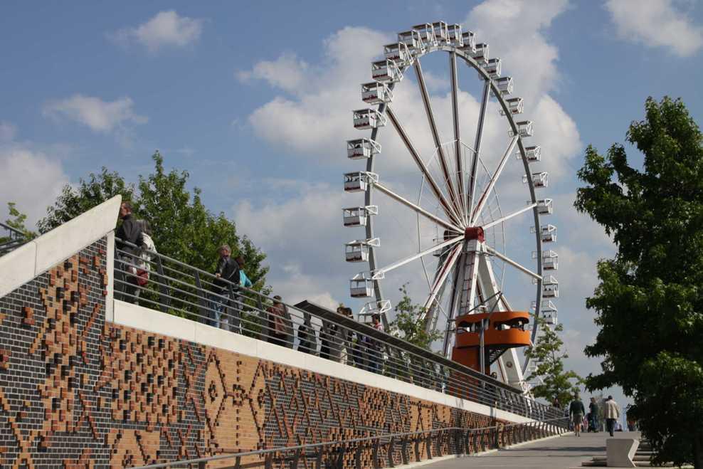 0433_11 Juni 2011_Hamburg_Hafen-City_Marco-Polo-Terrassen_View Point_Steiger-Riesenrad