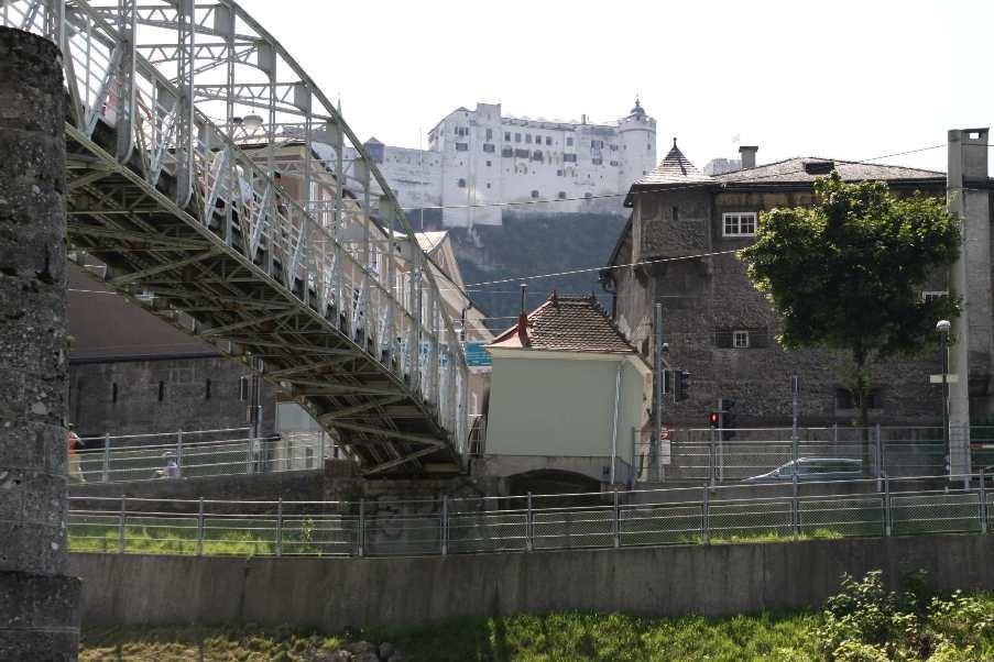 0208_21 Aug 2010_Salzburg_Salzach_Ufer_Festung Hohensalzburg