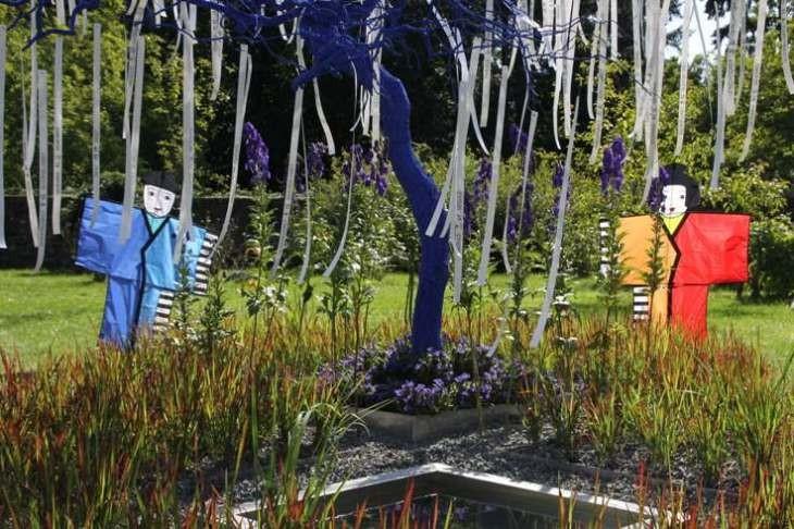 099_0305_16 Sept 2011_Gartenfest_Aussteller_blauer Baum