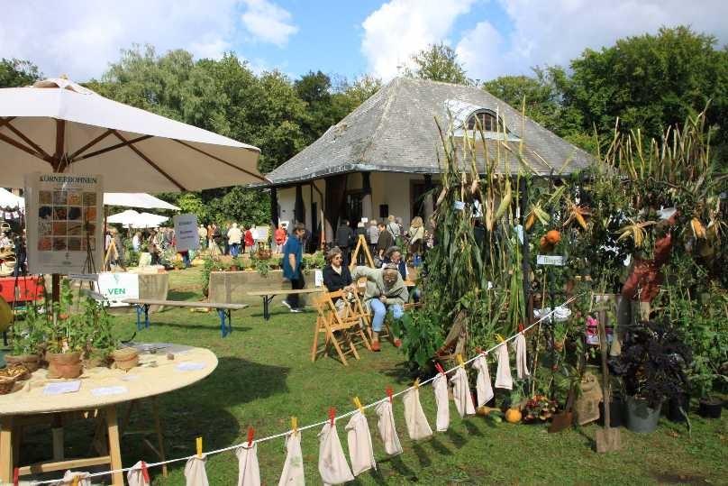 070_0198_17 Sept 2010_Gartenfest_Aussteller
