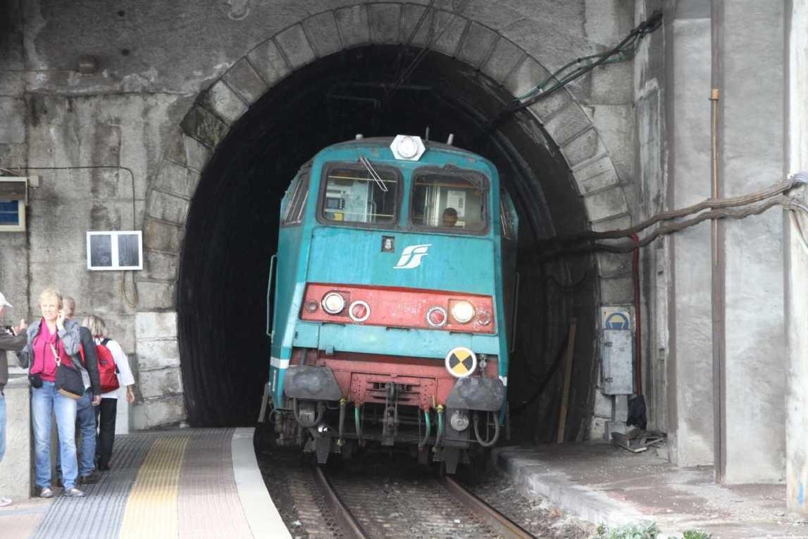 0525_09 Okt 2013_Cinque-Terre_Manarola_Bahnhof_Zug