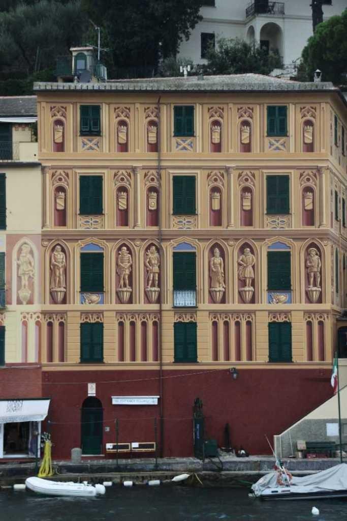 0718_10 Okt 2013_Portofino_Haus-mit-Wandbild