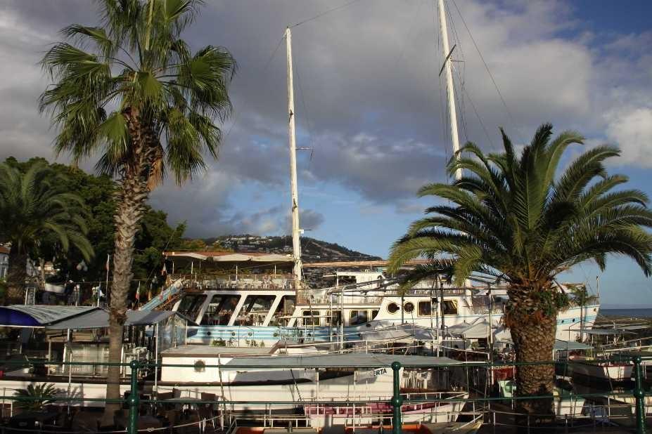 1345_14 Okt 2010_Madeira_Funchal_Hafen_Beatles-Restaurant Vagrant
