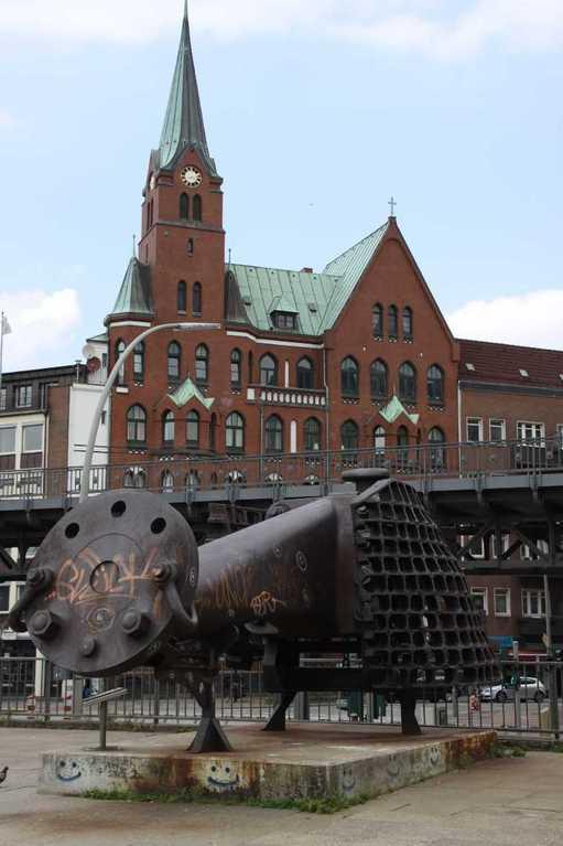 0053_10 Juni 2011_Hamburg_Skulptur am Hafen