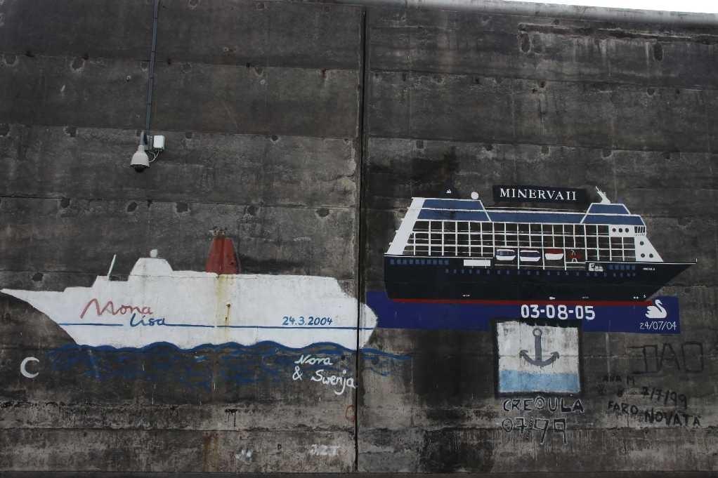 1013_14 Okt 2010_Madeira_Funchal_Hafenmauer