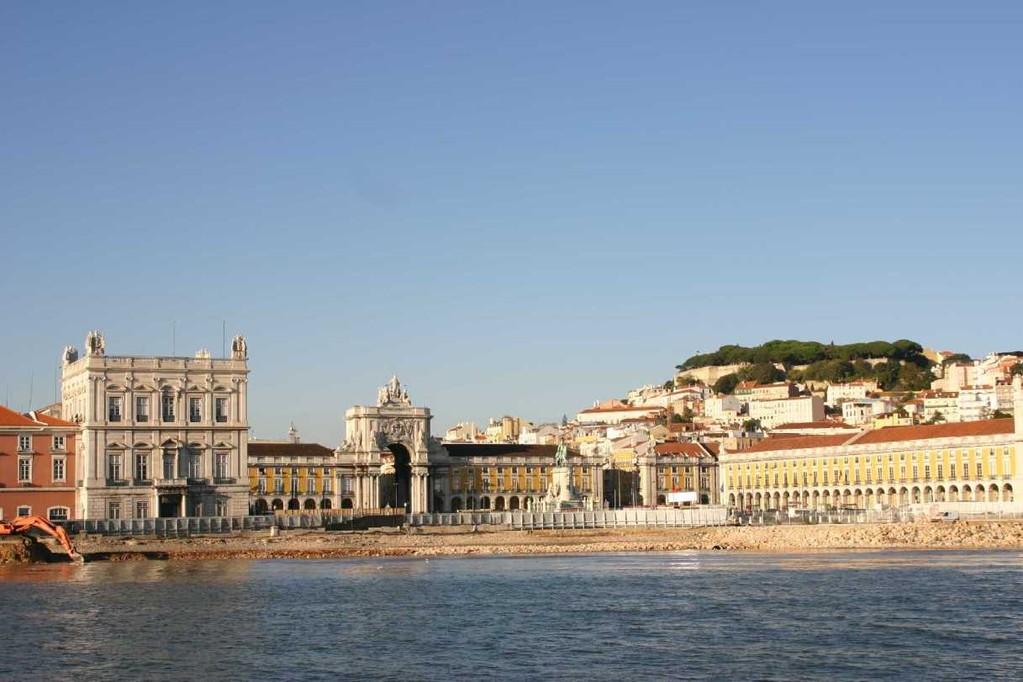 0309_31 Okt 07_Lissabon_Boots-Tour_Praca do Comercio_Castelo de Sao Jorge