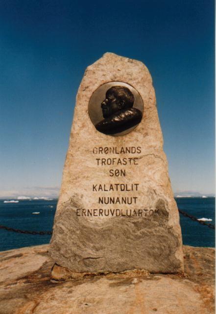 Inuit-Denkmal in Ilulissat / Grönland