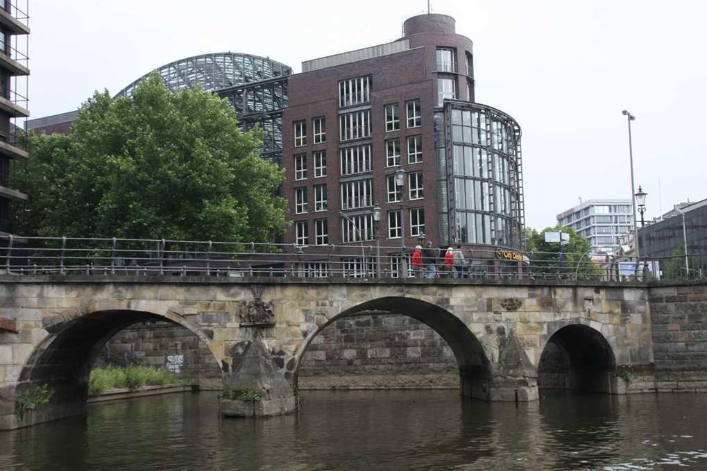 0319_11 Juni 2011_Hamburg_Alsterfleet