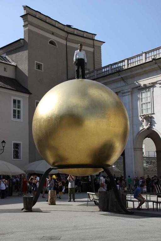0293_21 Aug 2010_Salzburg_Kapitelplatz_Goldene Kugel