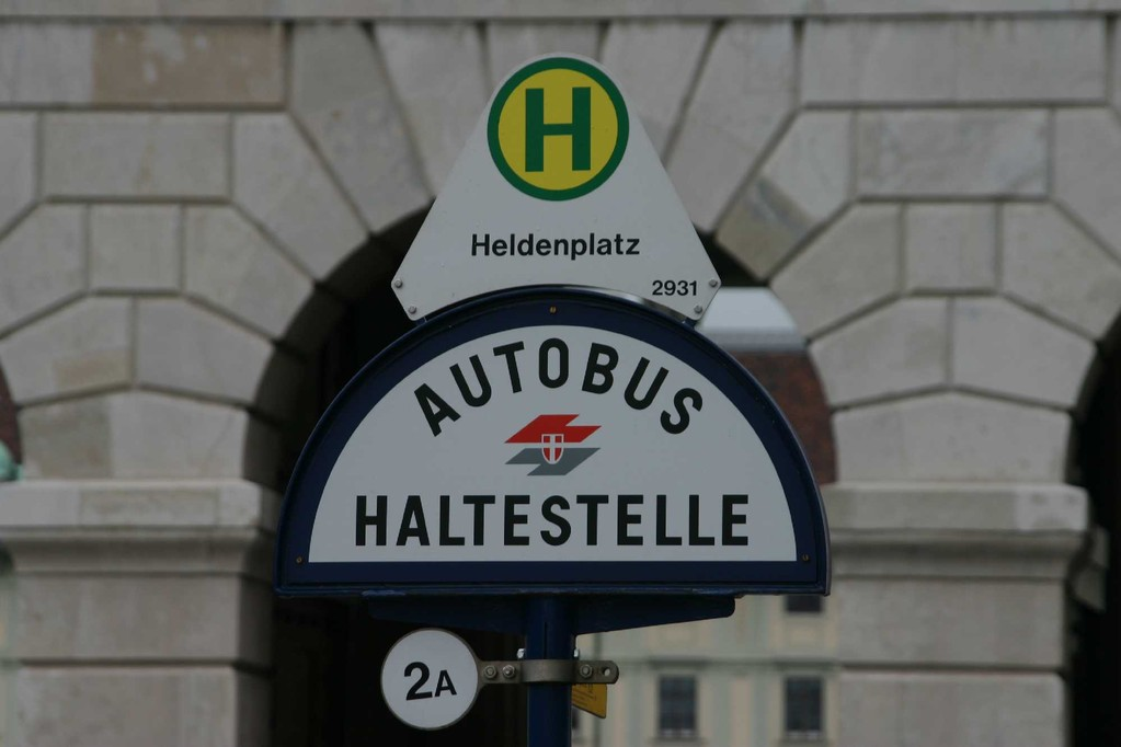 0061_21 Mai 08_Wien_Bushaltestelle
