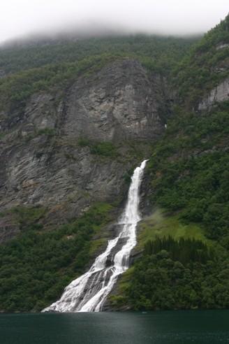 Bild 2553 - Norwegen, Geirangerfjord, Freier-Wasserfall