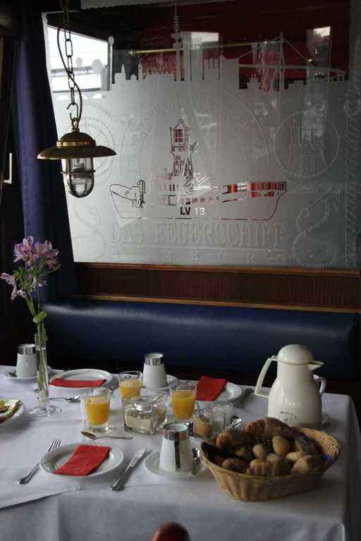 0230_11 Juni 2011_Hamburg_Feuerschiff_LV13_Restaurant