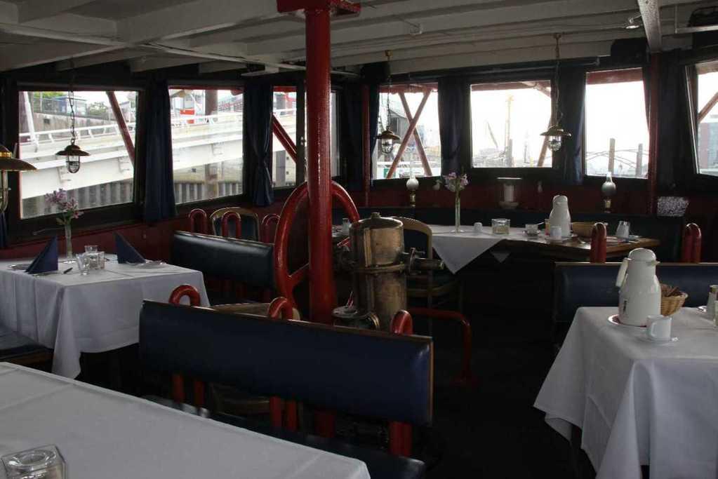 0236_11 Juni 2011_Hamburg_Feuerschiff_LV13_Restaurant