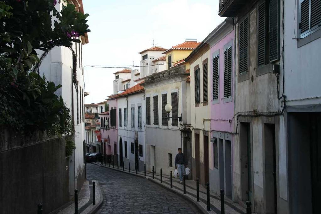 1304_14 Okt 2010_Madeira_Funchal_in den Gassen