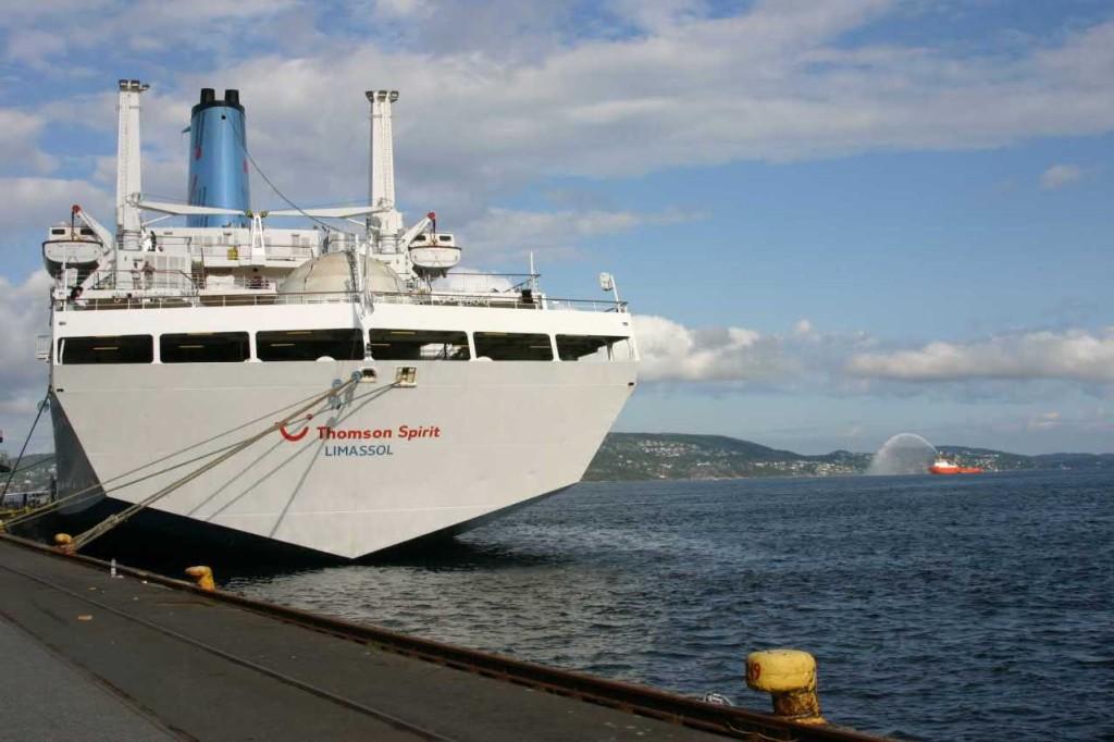 Bild 2881 - Norwegen, Bergen, Thomson Spirit & Feuerwehrschiff