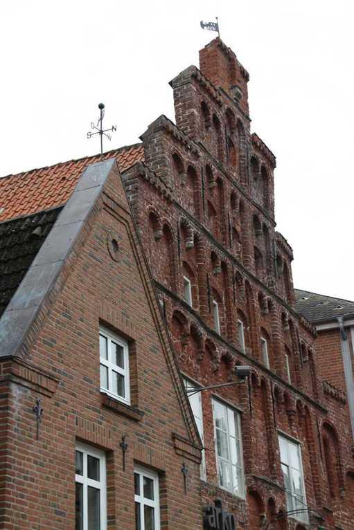0100_31 Juli 2011_Husum_Norderstrasse_Haus mit Treppengiebel