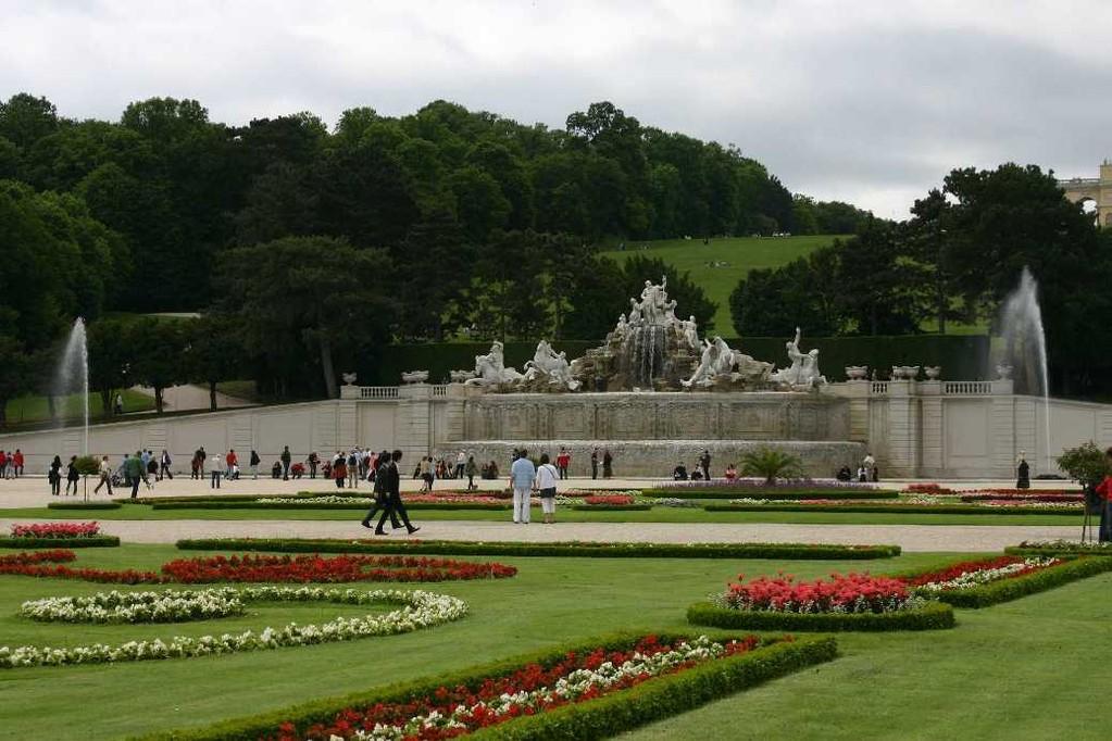 0404_22 Mai 08_Wien_Schloss Schönbrunn_Neptunbrunnen